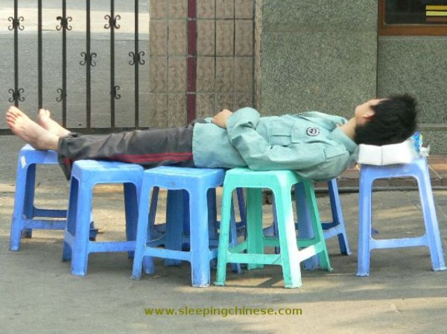 chinese_people_will_sleep_anywhere_640_35