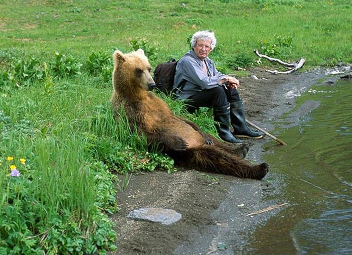 おばあちゃんとかわいいクマ