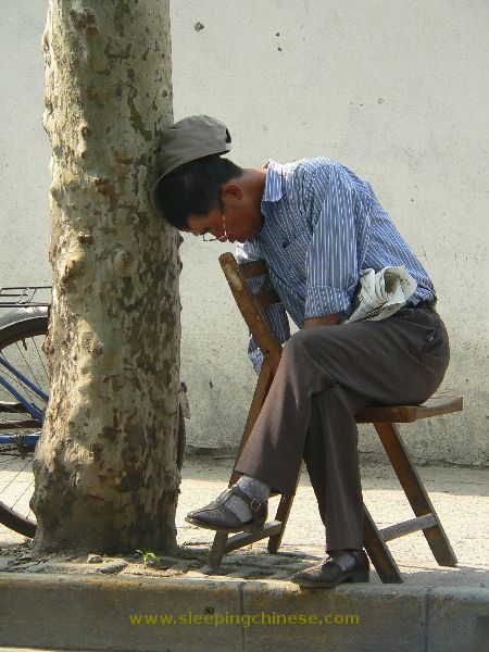 chinese_people_will_sleep_anywhere_640_44