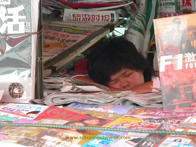 chinese_people_will_sleep_anywhere_640_11