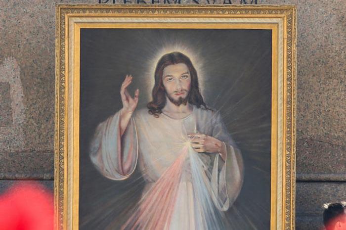 webw200625-christ-thumb-720xauto-203394