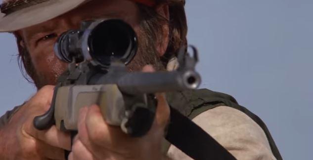 人がすっ転ぶシーンにチャックノリスが狙撃する様子を差し込んだだけの動画wwwwww