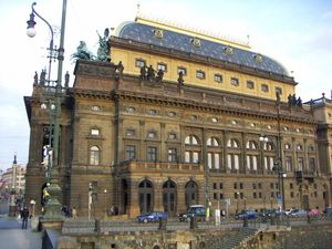 300px-Nationaltheater_2005-03-26_00