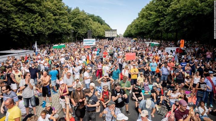 04-berlin-coronavirus-restrictions-protest-0801-super-169