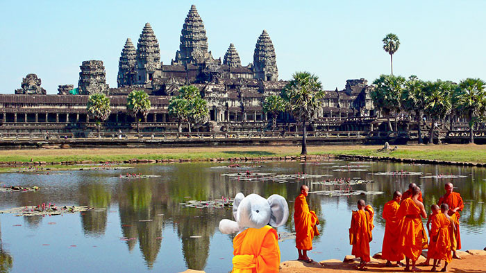 lost-toy-elephant-travels-around-world-photoshop-battle-3