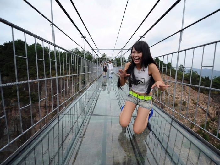 AP_china_glass_bridge_2_jt_150925_4x3_992
