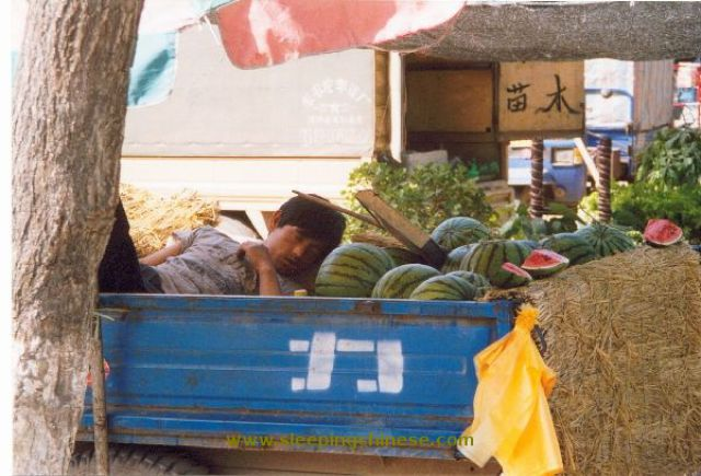 chinese_people_will_sleep_anywhere_640_54