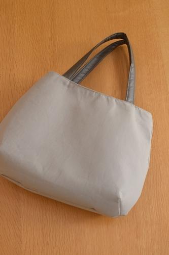 シンプルなバッグ