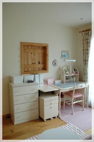 娘の部屋の学習机