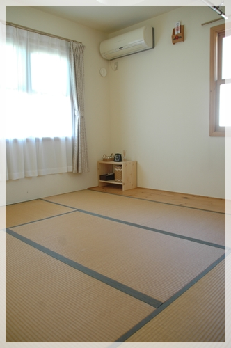IKEAのベッドサイドテーブルを和室に