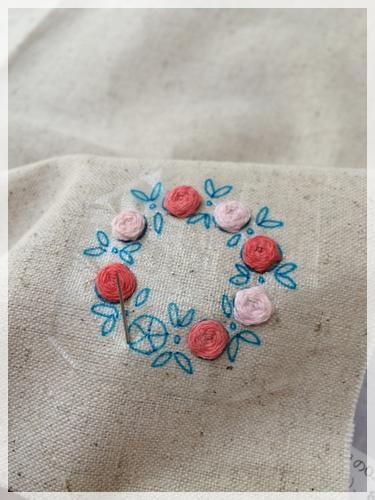 バラの刺繍を
