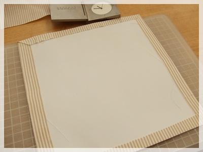 6底の画用紙に布を貼る
