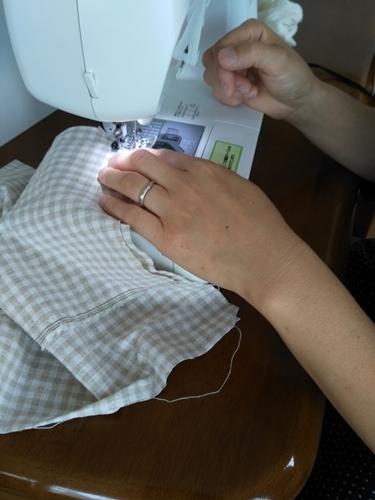 妹に縫わせる
