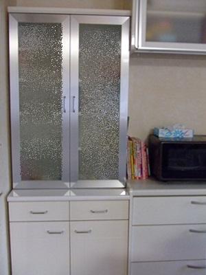 食器棚の上も何も載せない