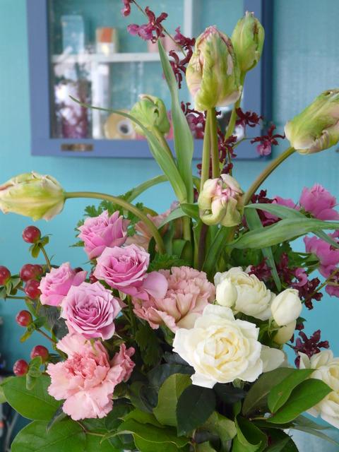 お気に入りの花たちで花束を作ってみました。