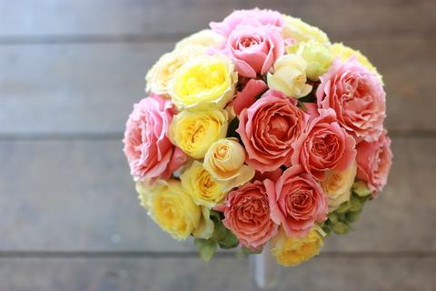 3種のバラのウェディングブーケ&ブートニア