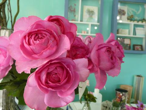 本日は素敵なバラを紹介しま~す(*^。^*)!!