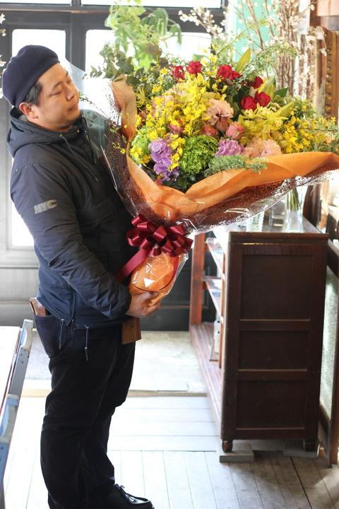 花とともに驚きと感動を