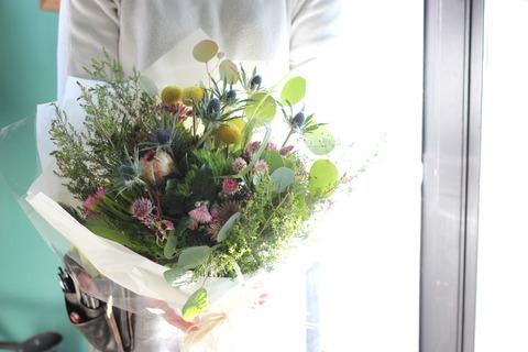 * カラフルなワイルドフラワーの花束 *