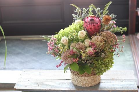 ドライになるお花で御作り致しました
