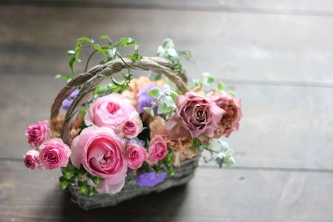 摘んできたお花をバスケットに♪