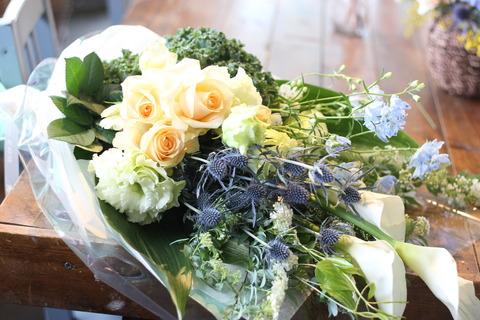 * 開店1周年記念のお花 *