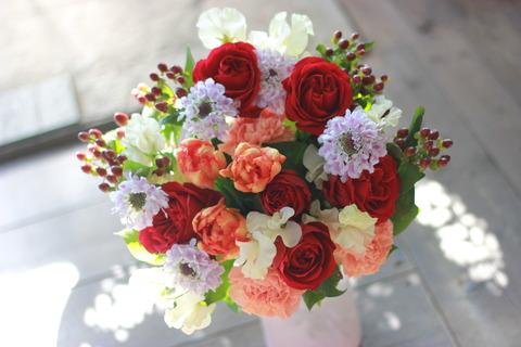 赤いバラと春のお花のブーケ♪