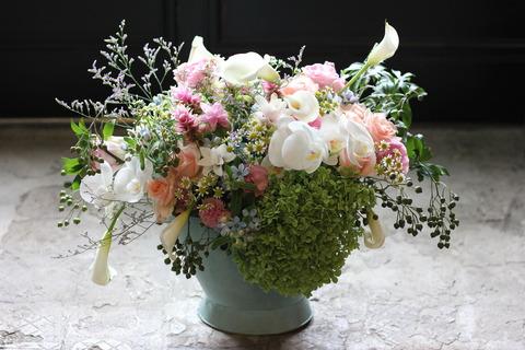 胡蝶蘭を入れて華やかにナチュラルアレンジメント