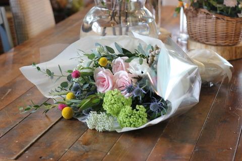 * 代わった花材を使っ花束 *