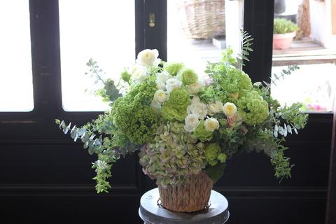 ホワイトとグリーンのアレンジメント♪ご結婚のお祝い