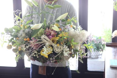 * 腕からこぼれるくらいお花を.. *