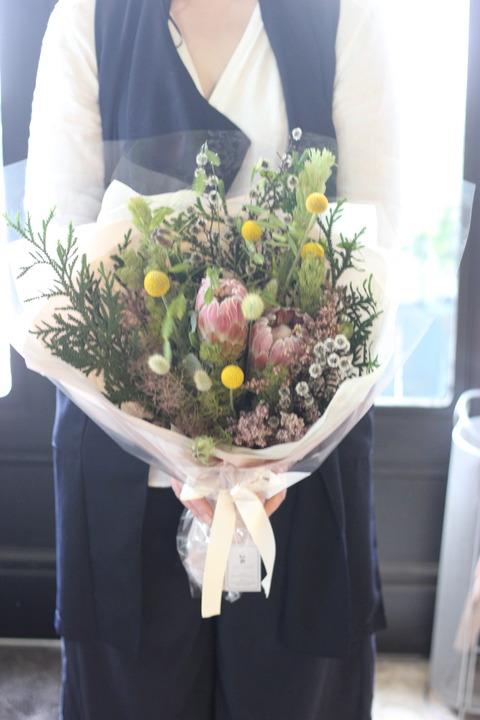 ドライフラワーになるお花で束ねて