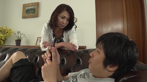 息子を溺愛する母、艶堂しほり OKSN-261 (1)