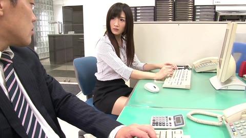 同僚の美人OL達に利尿媚薬を sw-151 (1)