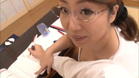 セクハラ人妻家庭教師に 葉月奈穂 VEMA-120 (2)