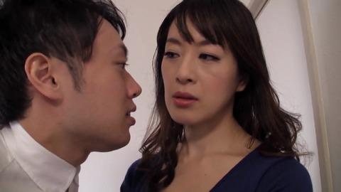 いじめっ子の母親にいたずら中出し 篠宮千明 tama-013 (1)