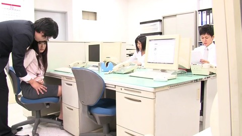 同僚の美人OL達に利尿媚薬を sw-151 (26)
