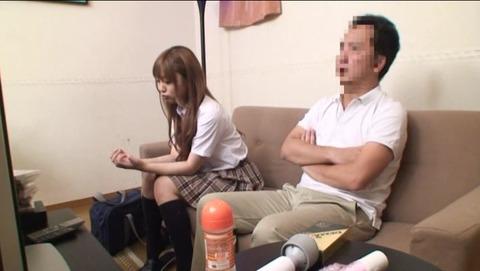 無邪気な娘と2人っきりでAV鑑賞 IENE188 (1)