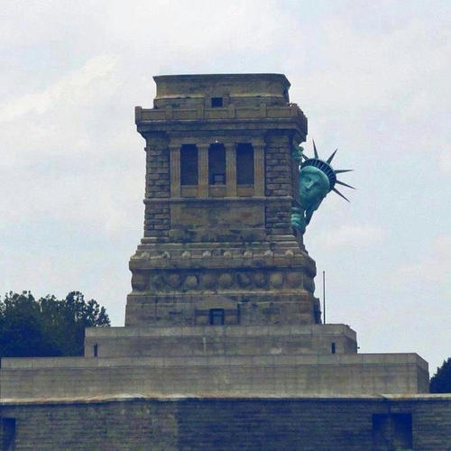 statue-of-liberty-hiding