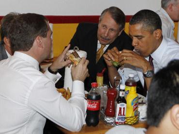 obama-medvedev_burger_2_1_370x278