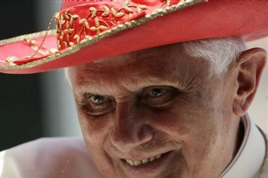 pope_benedict_saturn_hat