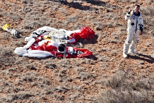 felix-baumgartner-red-bull-stratos-jump-04-660x439