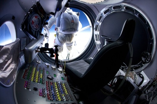 felix-baumgartner-red-bull-stratos-jump-02-660x440