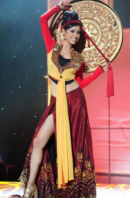 21-Miss-Universe-Vietnam-2011-Vu-Hoang-My