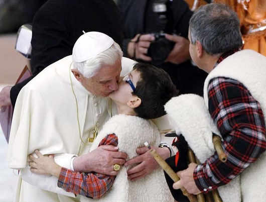 pope_makes_out_with_child