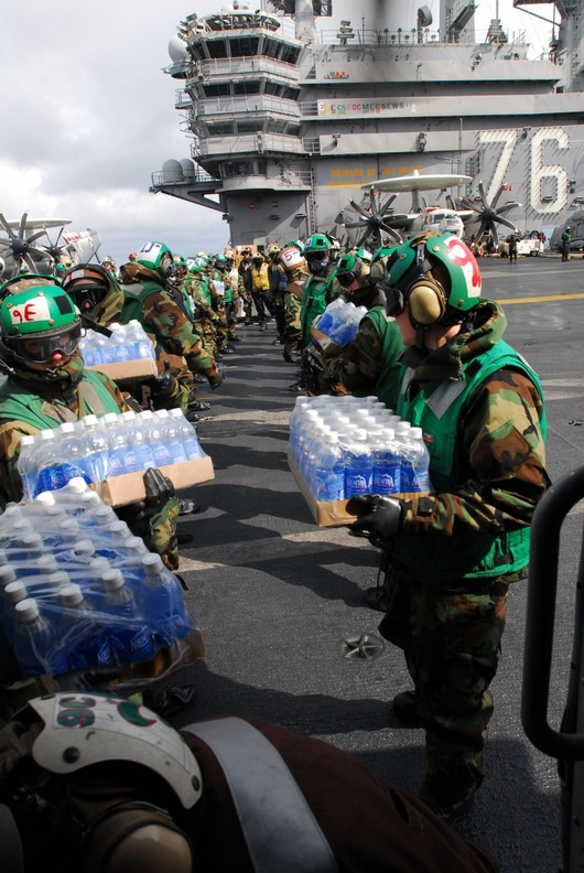 75469-sailors-load-bottled-water-on-helicopters