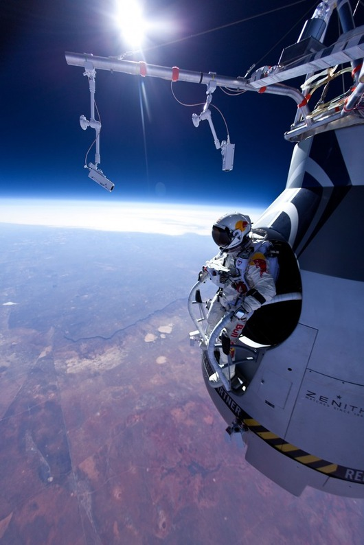 felix-baumgartner-red-bull-stratos-jump-01-660x989