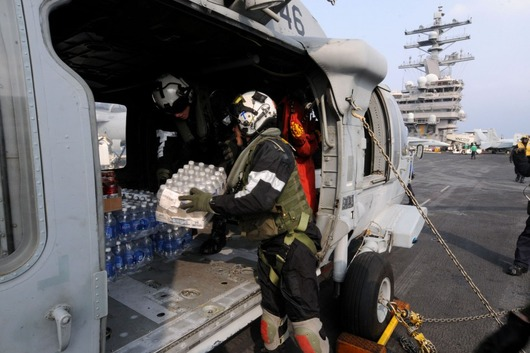 75473-sailors-load-supplies-on-helicopters