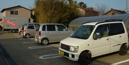 宮子花園の駐車場