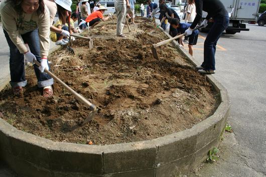 花壇の耕起